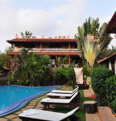 Papa Jolly's Boutique Hotel by the Morjim beach